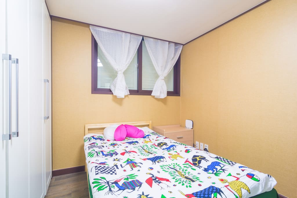 cozy and comfortable one super-single bedroom with modern apartment life feeling!