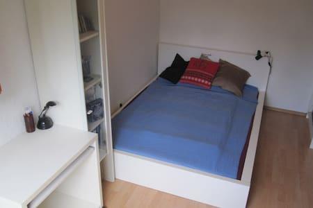 Schlafzimmer / Unterhaching, 20 min zu Marienplatz - Unterhaching