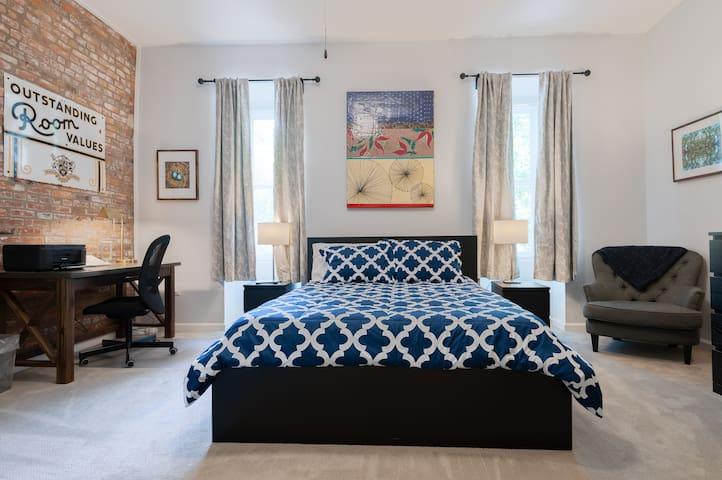 Spacious Clean Private Luxury Home/Custom Art!