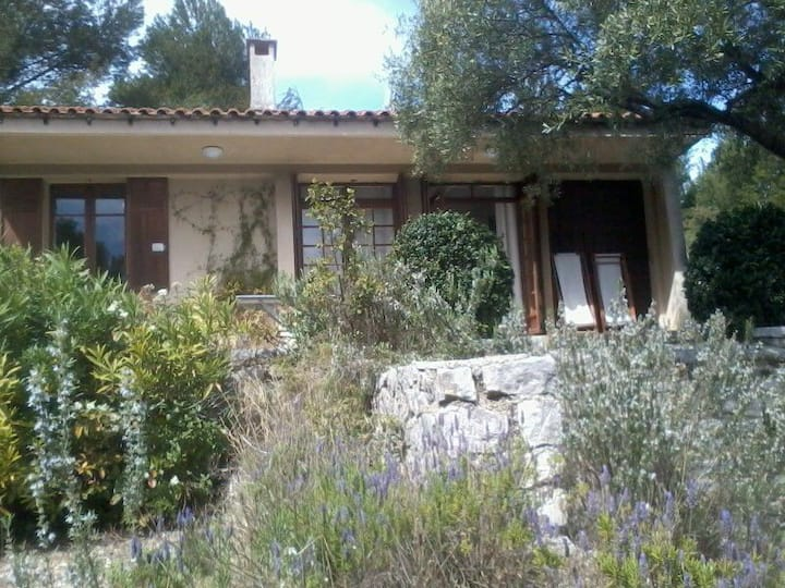 Very quiet house in Cassis