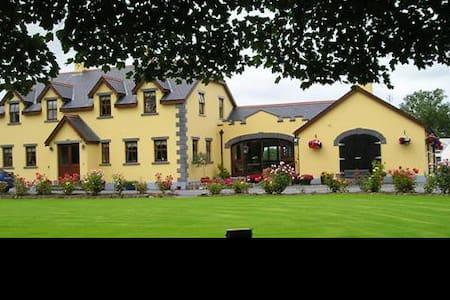 Templecarrig Guest House-Double rm - Ballinrobe - Wikt i opierunek