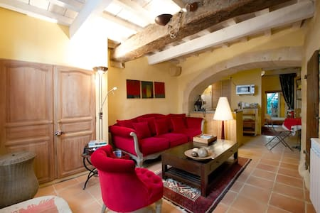 Very center of Uzes, Charming House - Hus