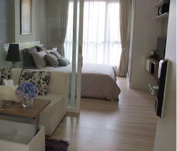 THE HOTEL SERVICED CONDO - Nonthaburi - Osakehuoneisto