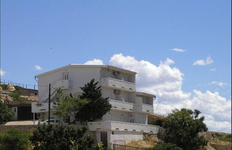 Apartments Bingula, Ap. Zrce B1 - Metajna