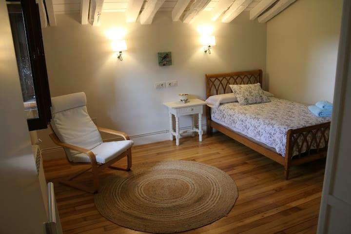ENARA - Habitación individual/doble- baño privado