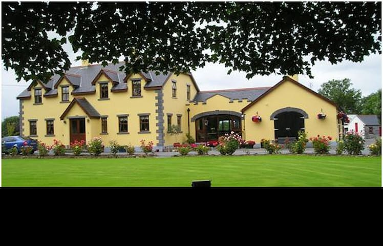 Templecarrig Guest House-single rm - Ballinrobe