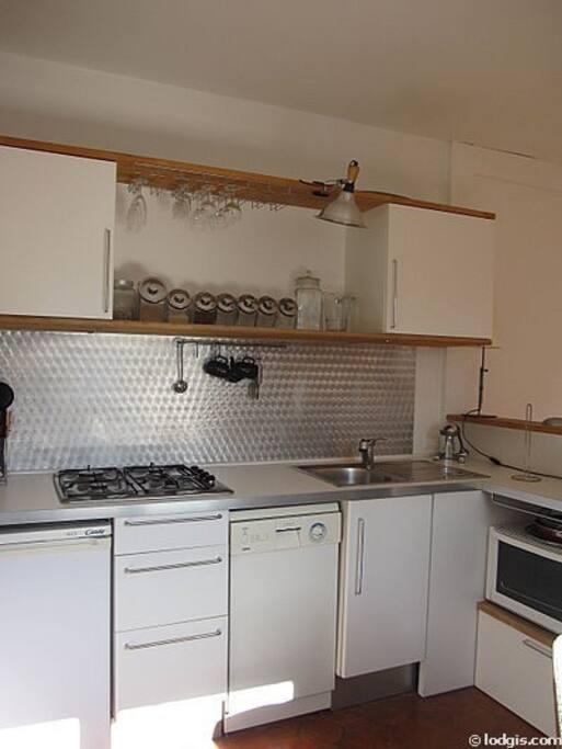 la cuisine avec lave vaisselle et lave linge