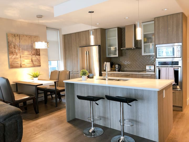 Two-bedroom Suite in Downtown, near Inner Harbour