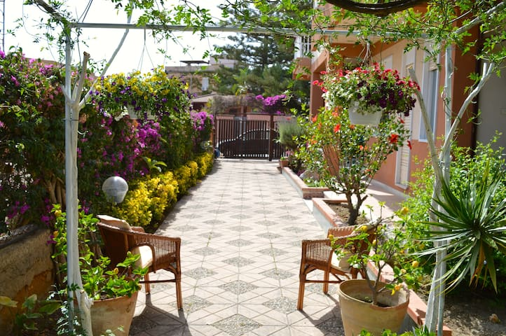B&B Villa 5 min from Temples 100 meters from sea - Agrigento - Bed & Breakfast