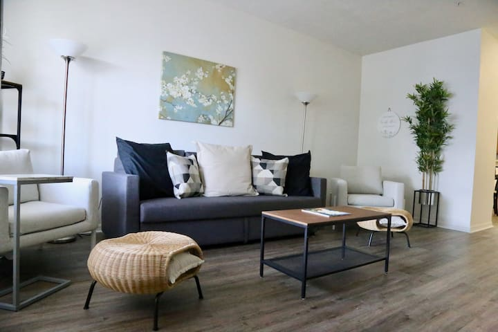 Modern & Comfy Updated Condo in a Perfect Location