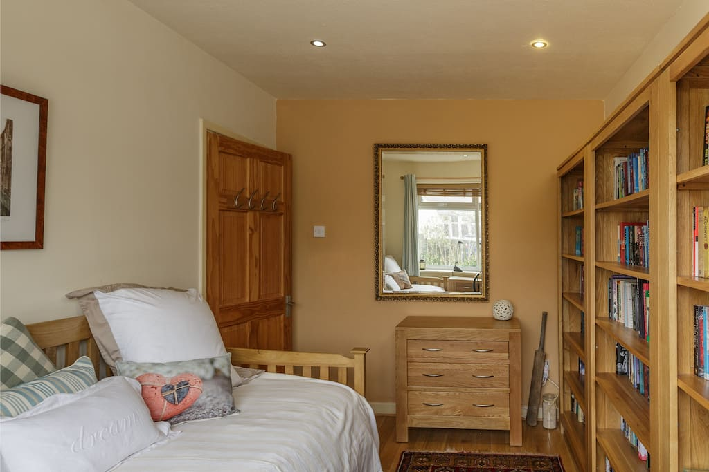 A cosy daybed and a chest of drawers complete the room.