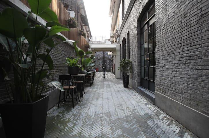 日租界后现代的整栋老洋房1号 - Shanghai - Villa