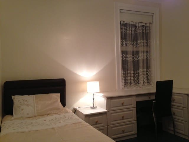 Bright Single London Room