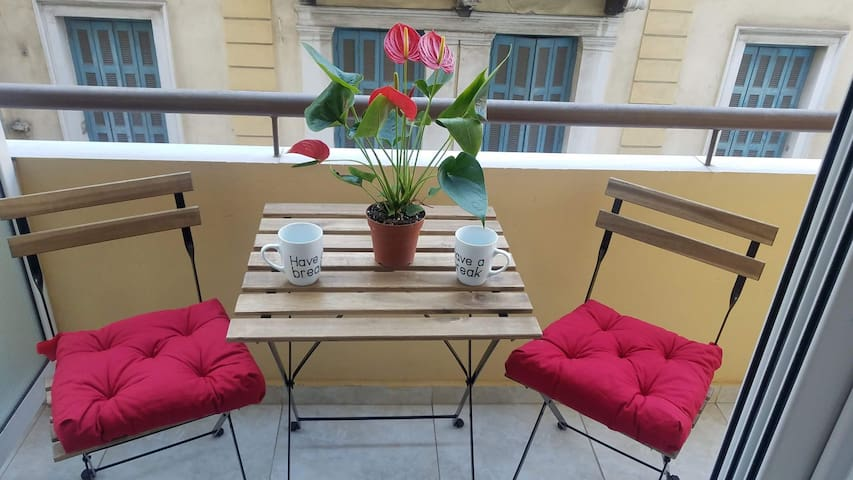 Sunny apartment in the heart of Pireaus