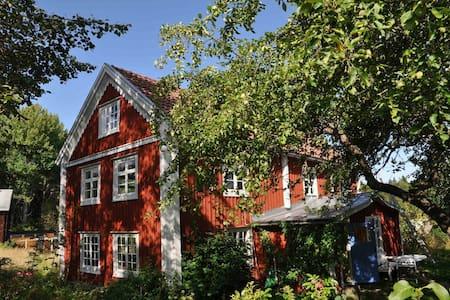 Idyllisk lantlig smålandsgård - Näshult