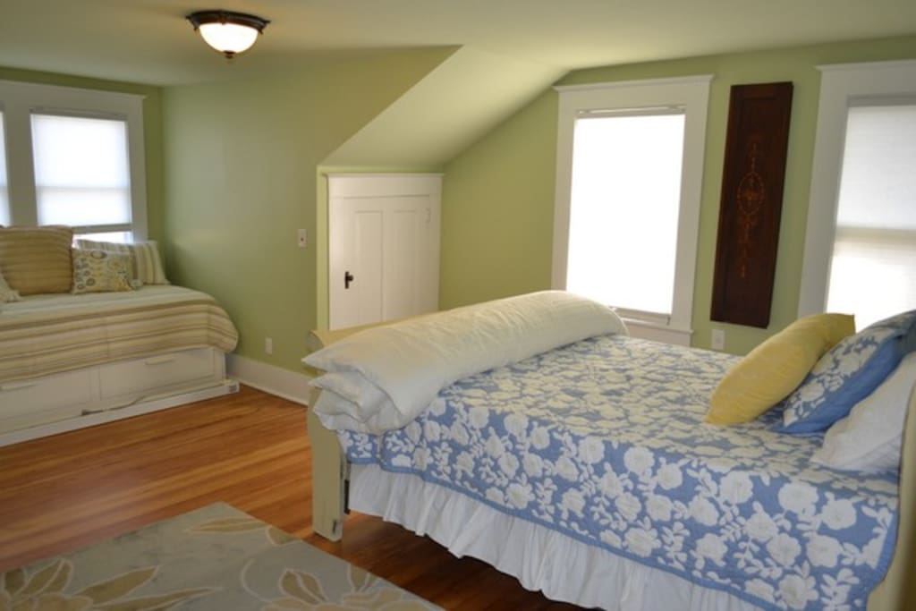 large room includes queen bed and daybed