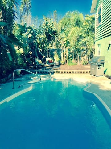 Clean Fresh and Beachy with a great private Pool. - Largo - House
