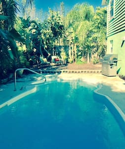 Clean Fresh and Beachy with a great private Pool. - Largo - Rumah