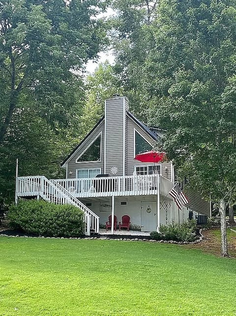 Beautiful Lake Sinclair Home with Private Dock
