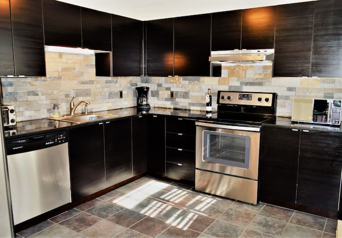Entire 2 BR! Clean condo 3 beds Charlestown Boston