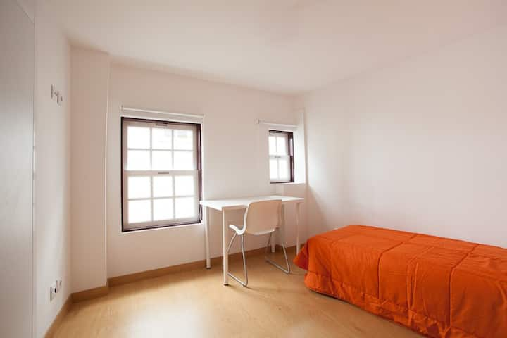 Bedroom w/Private WC at city center