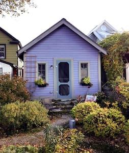 Lakeview Garden Cottage - Burlington
