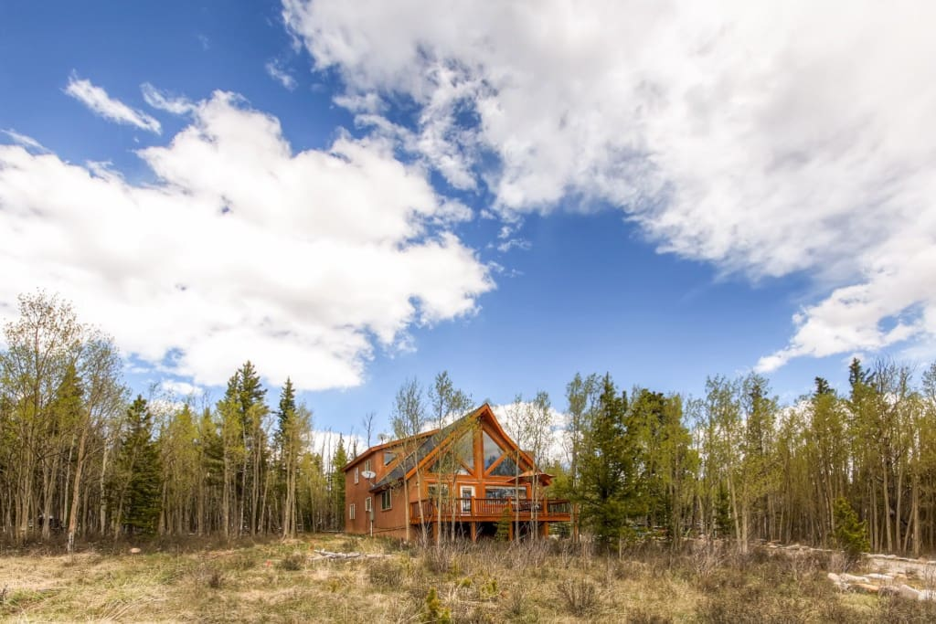 This cabin provides access to Pike National Forest.