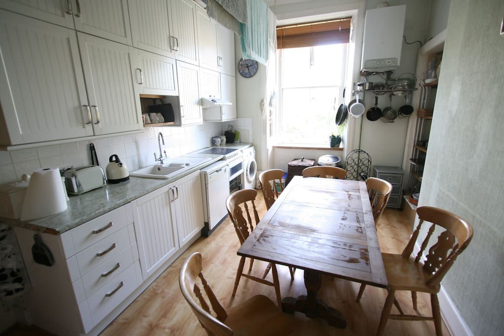 Kitchen - dining for 6