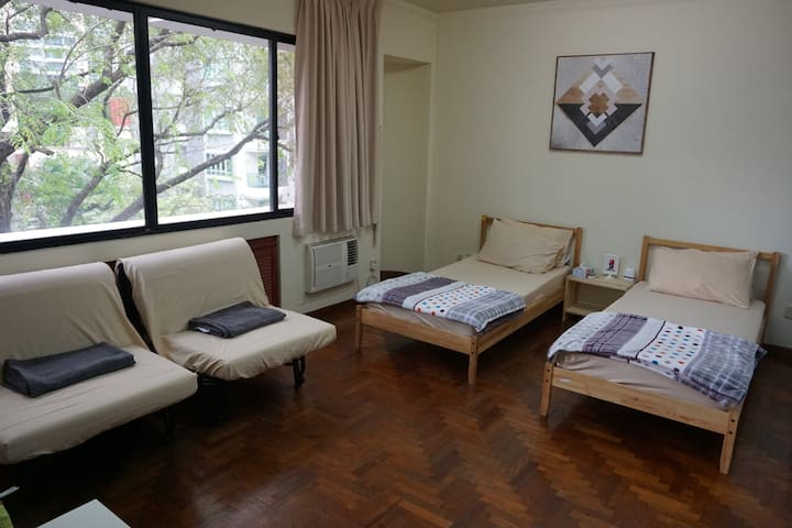Clean and cozy room for 2-4. 0505 - Singapore - Flat