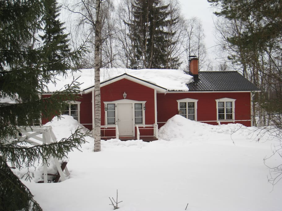 Holiday House Lapland in winter period from November till beginnnig of April. Go for skiing straight from own garden.