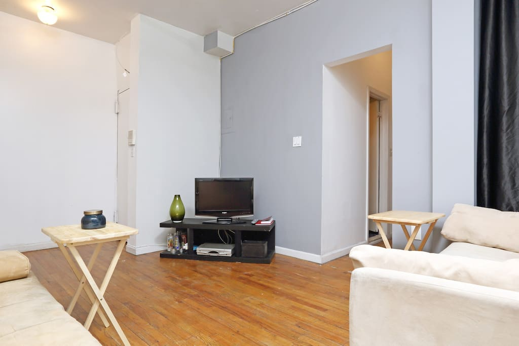 These photos were taken after the apartment was freshly painted - there is now artwork on the walls.