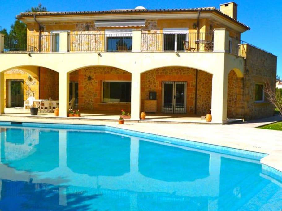 Large Villas To Rent In Puerto Pollensa