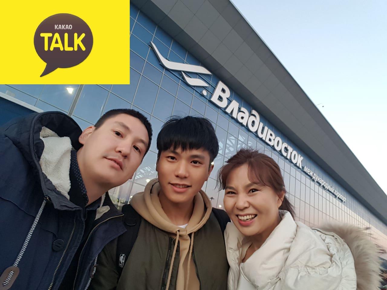 С нашими гостями в аэропорту Владивостока (In airport of Vladivostok with our Guests).
