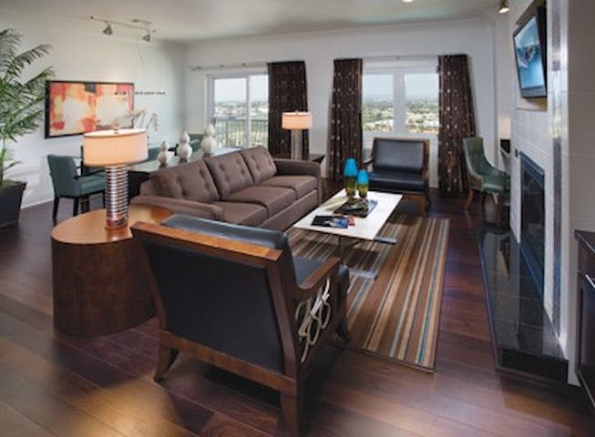 The photos are not unit specific, but are indicative of the value and décor of all the units.