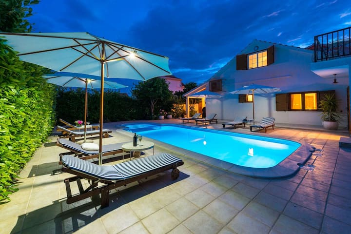 Luxury Villa Orebic Family House with private pool, sauna and gym near the beach in Orebic - Peljesac