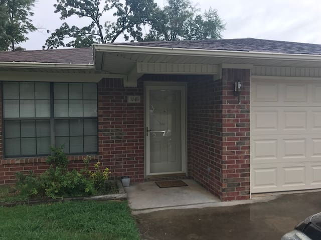 All the Amenities of Home Spacious 3 Bedroom/2 Ba