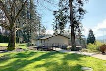 独立安静的一居室温馨套房,尽享远山和近湖景观