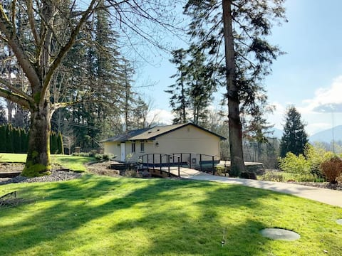 House with Stunning Lake View and a Large Yard, close to I-90