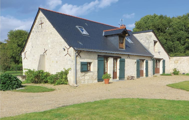Holiday cottage with 3 bedrooms on 120 m² in Neuille