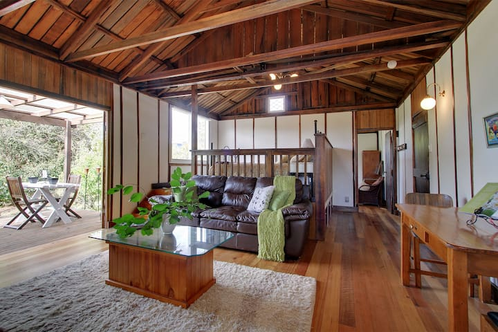 Quaint Barn set amidst the Orchard - Huonville - Cabin