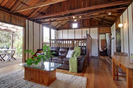 Quaint Barn set amidst the Orchard - Huonville - Cottage