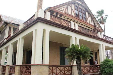 Beautiful Historical Home on Border