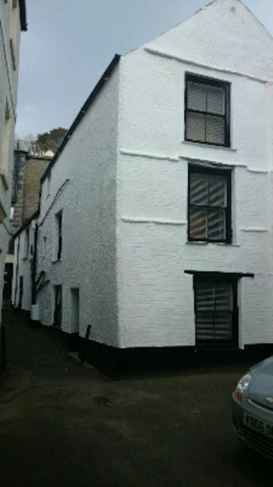 A spacious and historic cottage nestled in one of East Looe's quaint streets