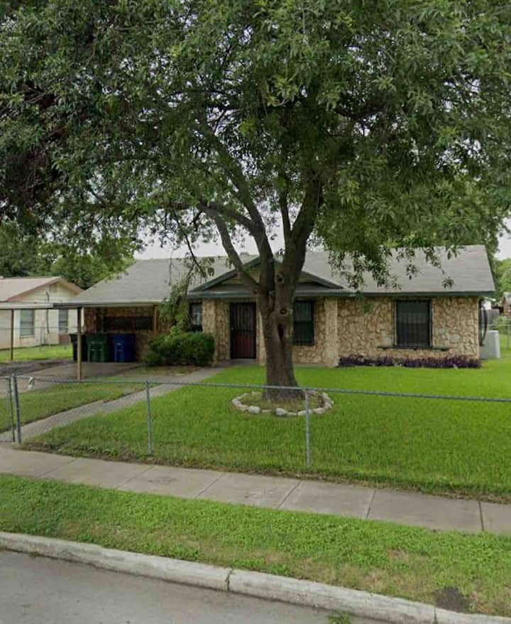 Cute & Cozy home near Lackland Airforce base