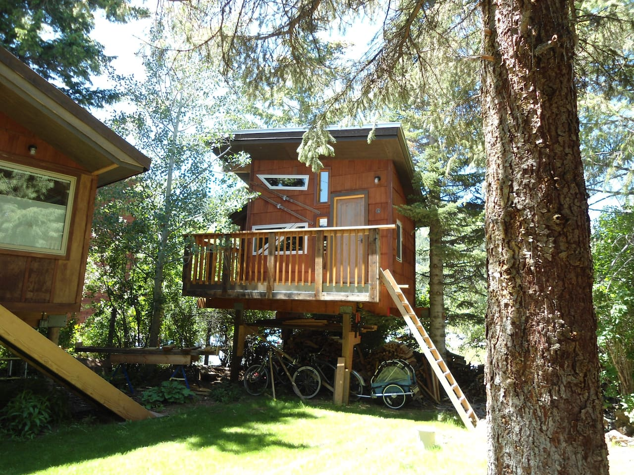 cozy heated treehouse- now improved with stairs and handrail- see next photo