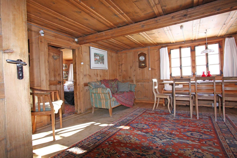 Ein hisotirsches Bauernhaus mit über 200 jährigem Holztäfer.