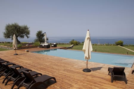 Luxury Villa Rental in Calabria - Fuscaldo - บ้าน