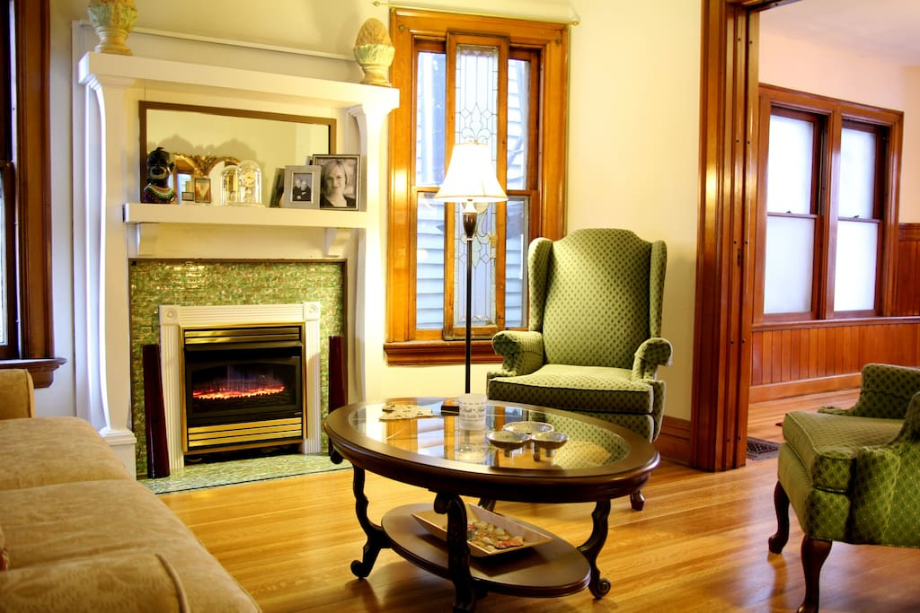 Enjoy morning tea in the lounge or relax before the big game or show.