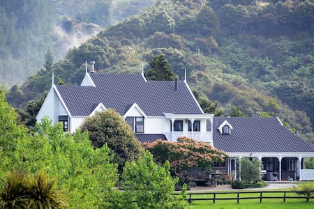 Country Homestead at BlackSheepFarm - Langs Beach - Bed & Breakfast