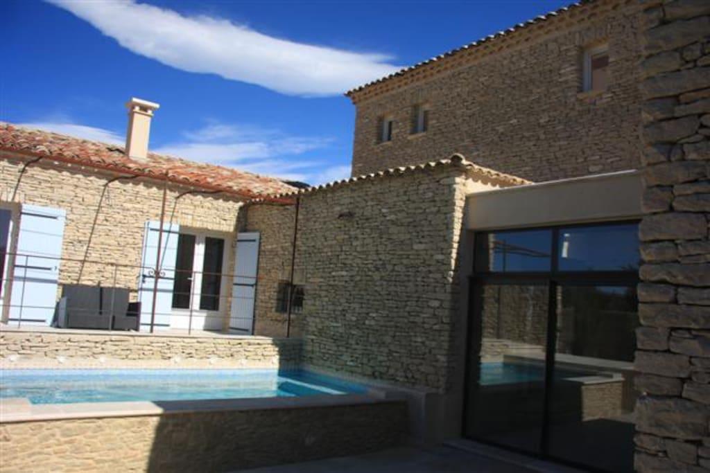 terrasse du mas des Vignes  avec piscine à débordement